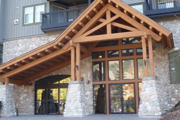 Ski tip lodge panorama