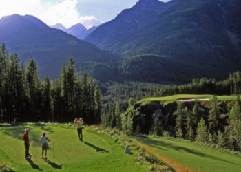 Golfing the Cliffhanger hole at Greywold Golf Course in Panorama Mountain Village near Invermere - Photo Credits: Destination BC / Panorama Mountain Village