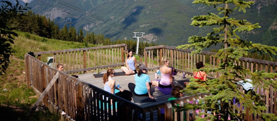 Yoga at Panorama Mountain Resort - KootenayRockies.com / OpenImages.ca