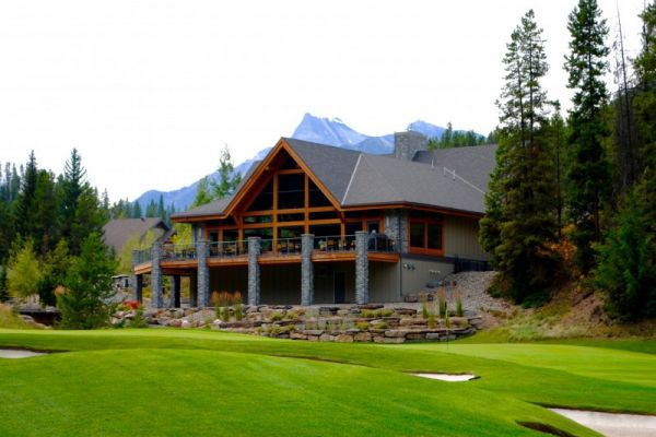 close to amazing golf course